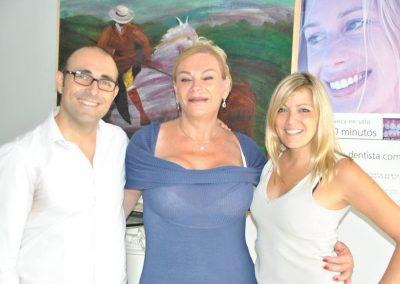 Fernando García Escudero, María Coral, cantante,  y Mariela Astudillo